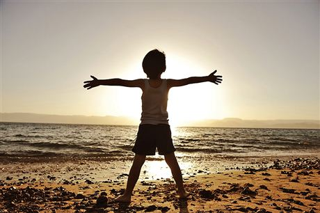 О взрослом и ребенке, о волнах, и о том, что останется после нас. — Неизвестный автор